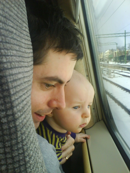 Turns out that the little fella loves trains. Maybe I´ll buy him one soon.