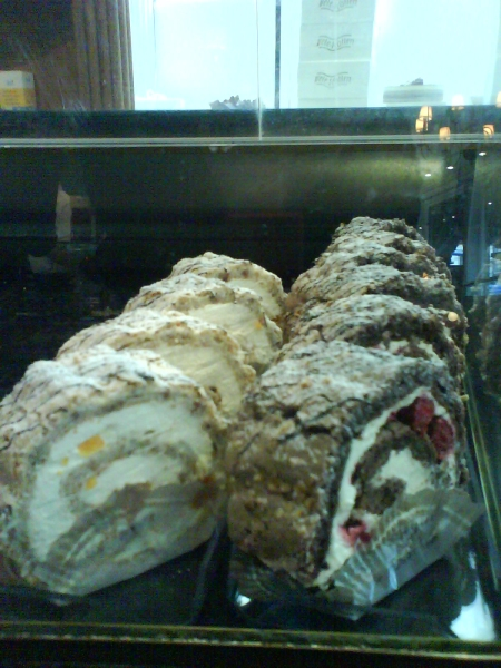 To the left you see one of my all time favourite cakes, the Budapest lenght